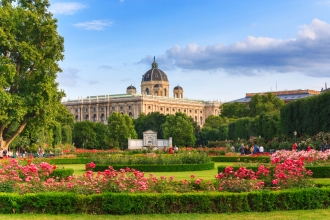 6nt Prague, Vienna and Budapest inc Flights and Train