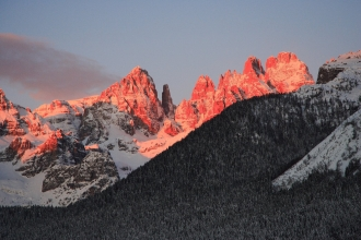 3nts Italy Mountains, Spa, Ice Skating, Horse Sleigh  & Flights